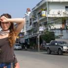 Сонная Полиночка на фоне улицы Джед Йод