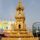 Башня с часами на перекрестке