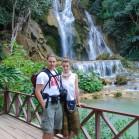 Два туриста и водопад