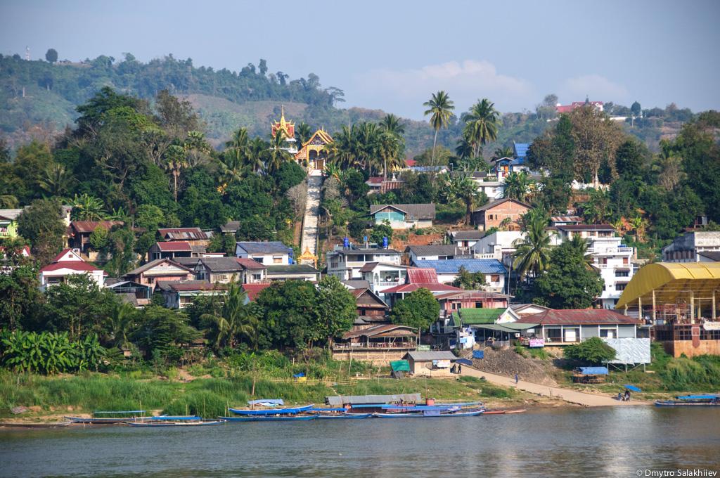 Лаос.-Вид-из-Тайланда