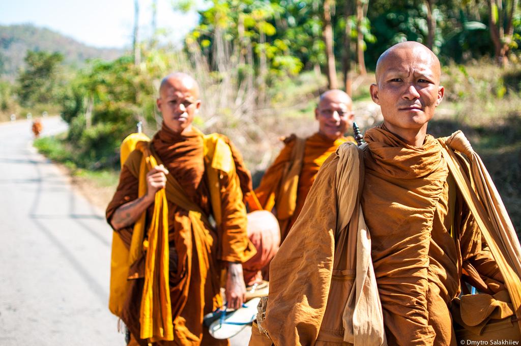 Три-монаха