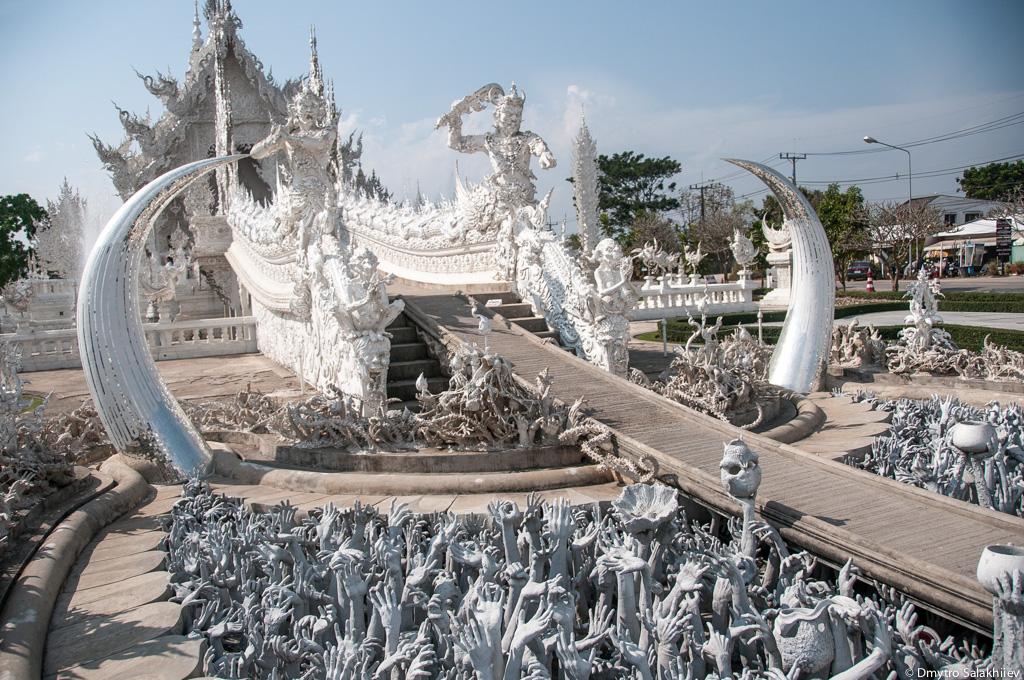 Вход-в-храм-Ват-Ронг-Кхун